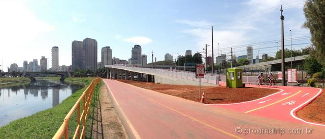Ciclovia marginal pinheiros em São Paulo - ponte de acesso ao parque do povo