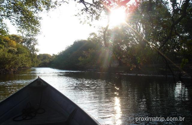 Passeio de barco na fazenda Xaraés - Pantanal