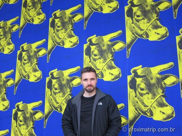 MoMA: Cow Yellow on Blue Background – Andy Warhol