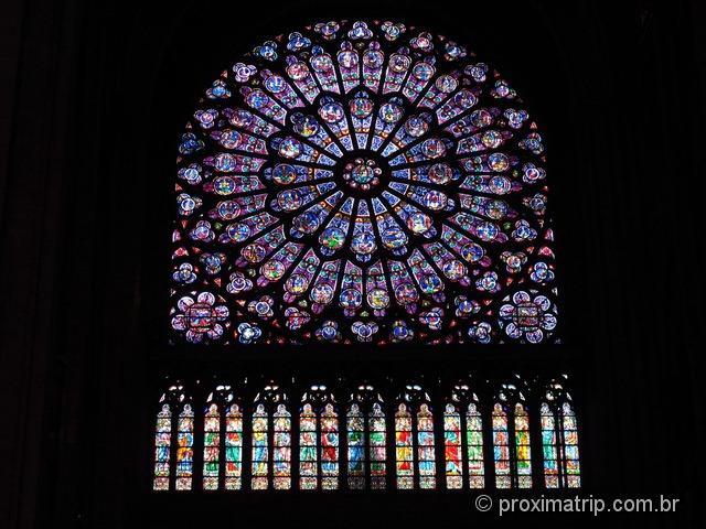 Vitral circular lateral - Catedral de Notre Dame - Paris