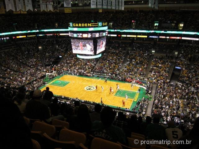 Um jogo de basquete nos EUA: TD Garden - Boston Celtics