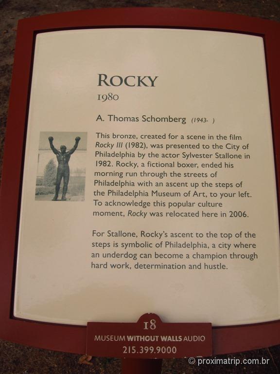 """placa da estátua de """"Rocky Balboa"""" no Museu de Arte da Philadelphia"""
