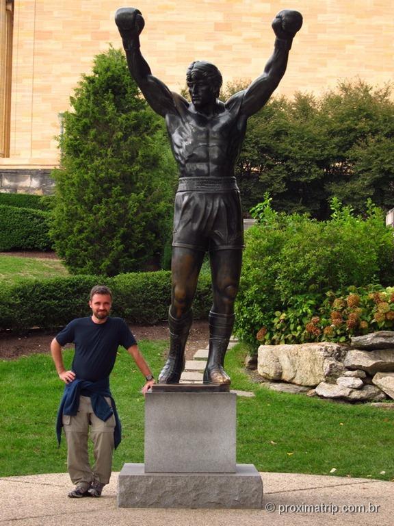 """estátua de """"Rocky Balboa"""" no Museu de Arte da Philadelphia"""