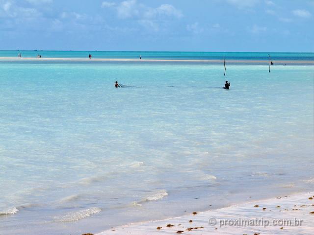 Pescadores na Praia de Barra Grande, em Maragogi