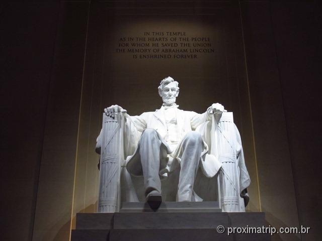 Abraham Lincoln sentado no Lincoln Memorial - Washington DC