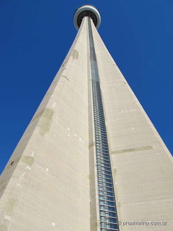 CN Tower vista de fora, de baixo para cima!