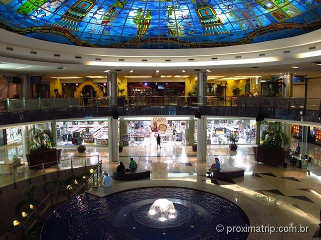 Shopping Kukulcan Plaza - vitral com simbologia maia
