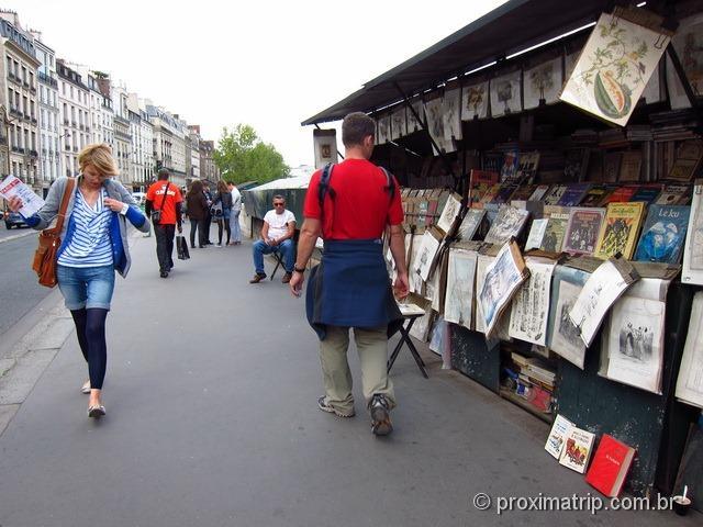 barraquinhas com livros antigos, souvenirs, revistas, discos… vai encontrar de tudo nas ruas de paris