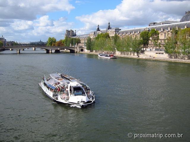 barcos turísticos panorâmicos - rio Sena - Paris