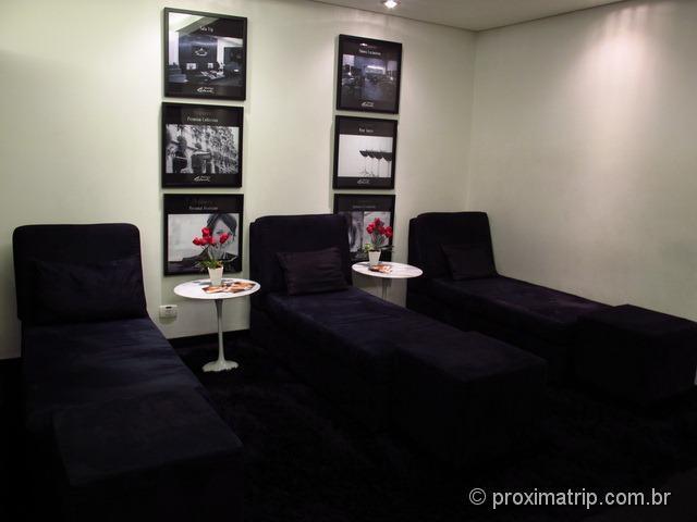Sala Vip Mastercard Black no Aeroporto de Guarulhos - sofás