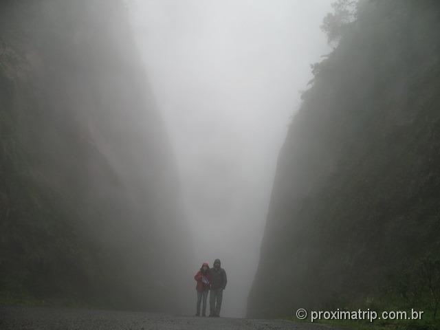 muita neblina na Serra do corvo branco em Urubici - trecho estreito