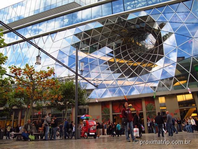 Shopping futurista My Zeil em Frankfurt - foto da entrada
