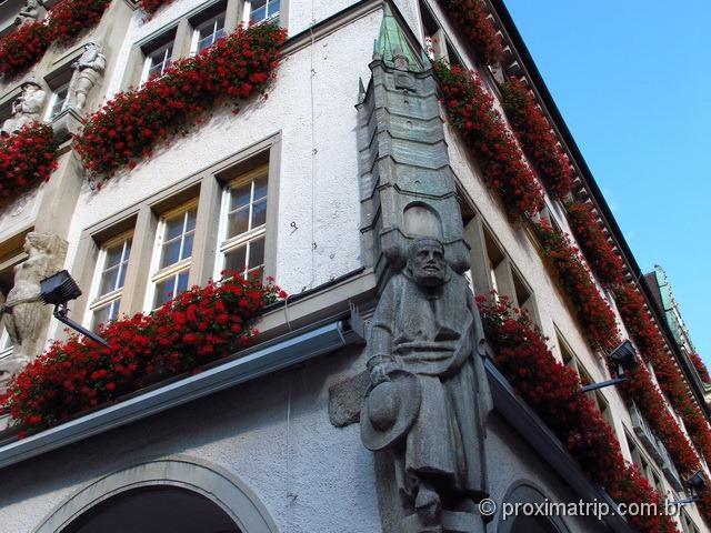 Fachada da Loja Hirmer perto da Marienplatz - detalhes das esculturas
