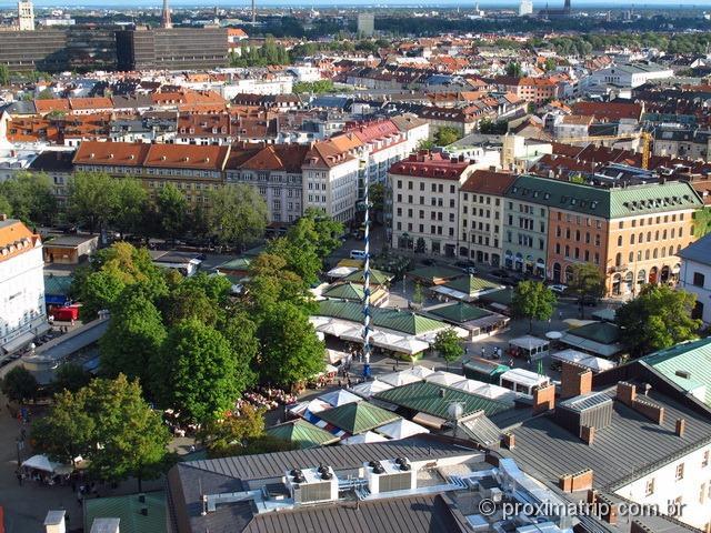 Viktualienmarkt visto da Peterskirche