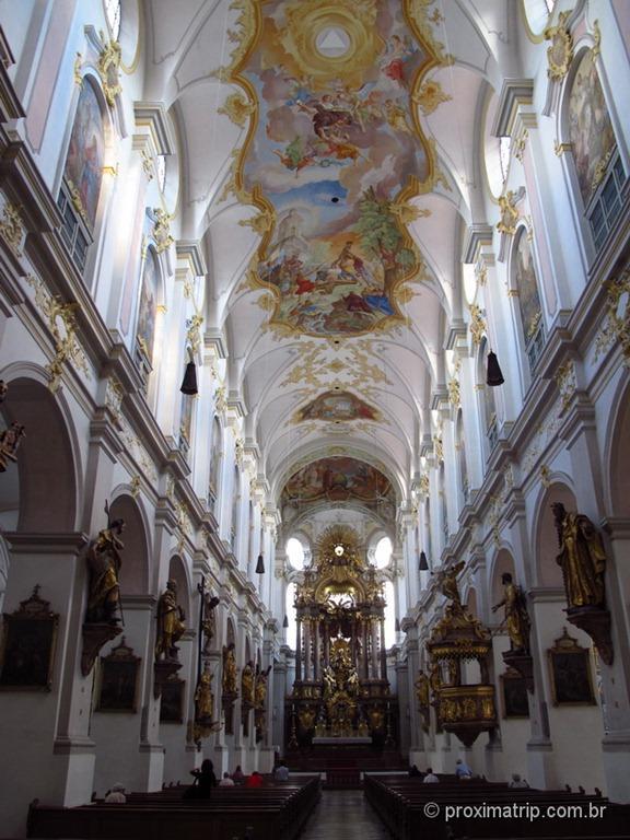 Vista da teto da Peterskirche - em Munique