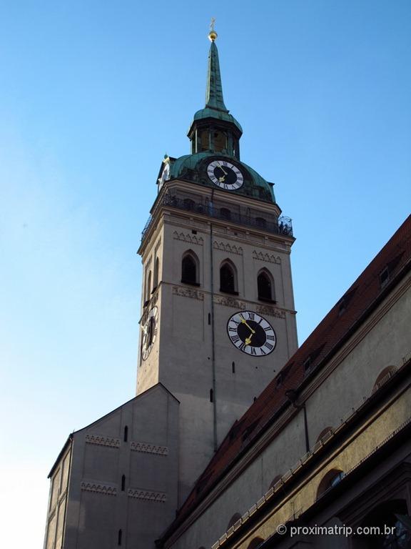 Torre de observação da Peterskirche - em Munique