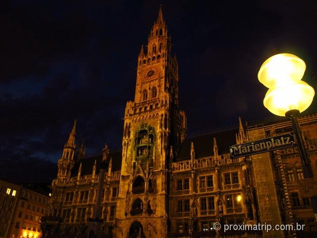 Neues Rathaus a noite na Marienplatz