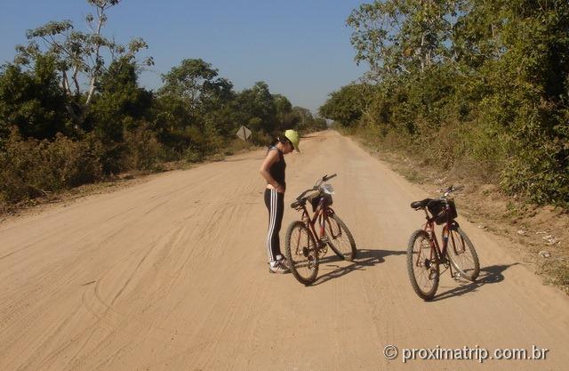 passeio de bicicleta na estrada parque - pantanal sul
