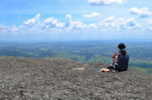 Contenplando a vista na Pedra Grande de Atibaia