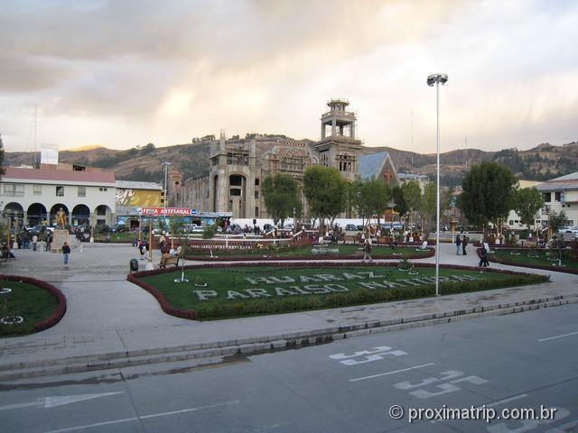 Plaza de Armas (praça central) da cidade de Huaraz - Peru