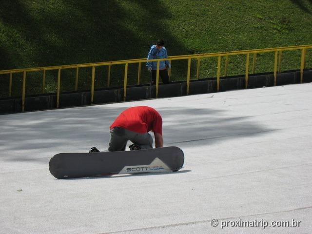 """Não é fácil """"esquiar"""" na pista de ski do Ski Mountain Park - São Roque"""