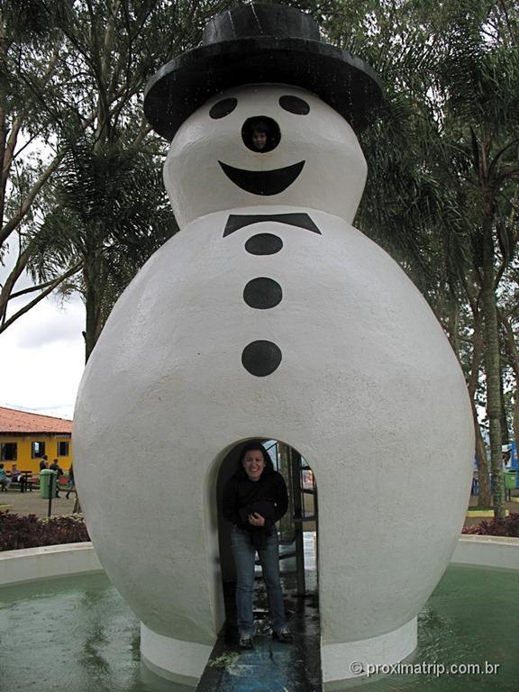 """""""Boneco de neve"""" gigante no Ski Mountain Park - São Roque"""