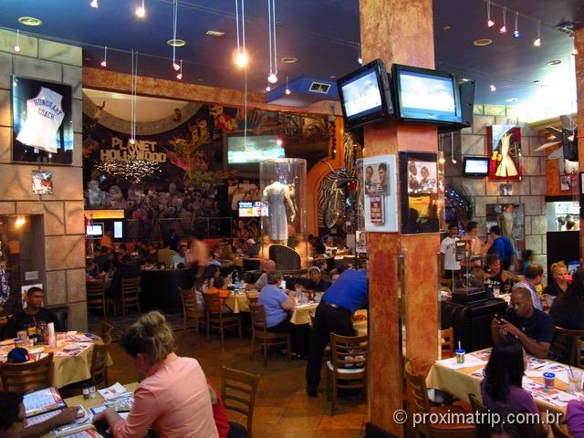Dentro do Planet Hollywood na Downtown Disney Orlando