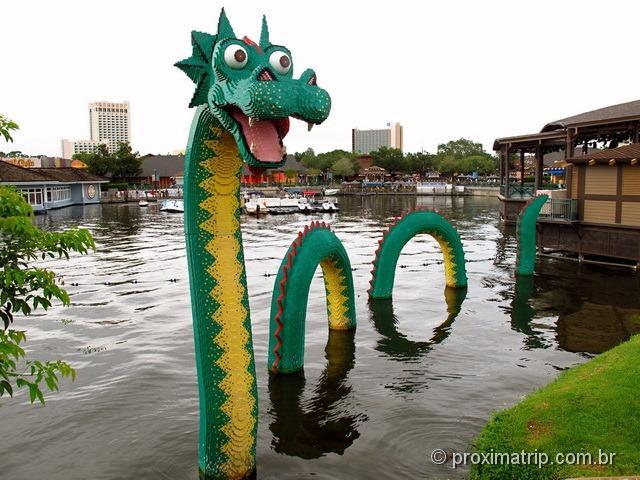 Dragão gigante feito de Lego - Downtown Disney Orlando