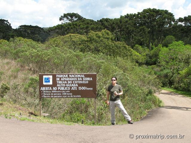 Parque Nacional Aparados da Serra - Trilha do cotovelo - placa com informações sobre tempo, distância...