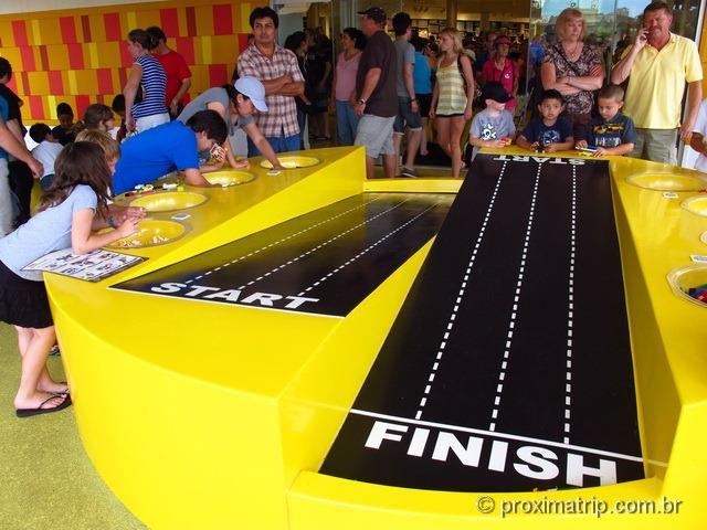 Pista de corrida na Loja da Lego - Downtown Disney Orlando