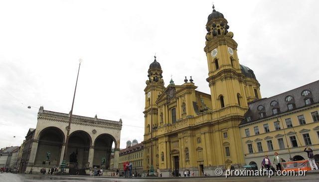 Odeonplatz - igreja Theatinerkirche e Feldherrnhalle