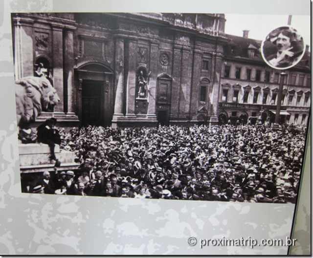 Odeonplatz: Hitler celebrando o fim da I Guerra Mundial no Feldherrhalle (Fotos/créditos: Museu Dachau/arquivo)