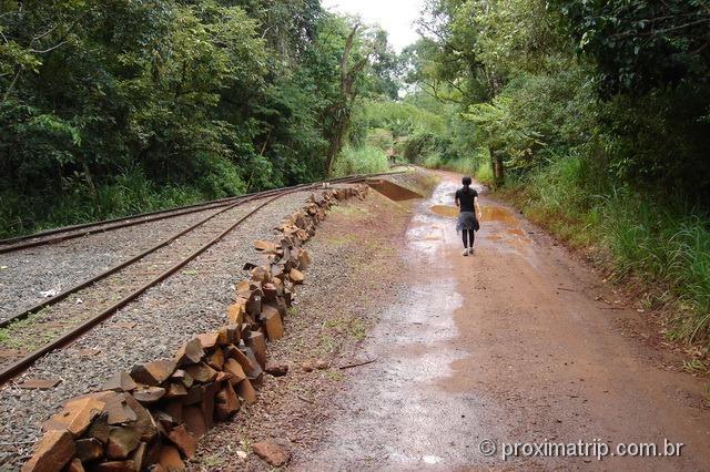 trilha que leva a estação garganta do diabo - cataratas do Iguaçu