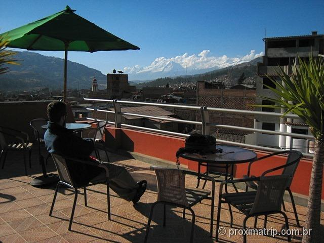 terraço do Hotel Olaza's Bed & Breakfast - com vista do nevado Huascarán