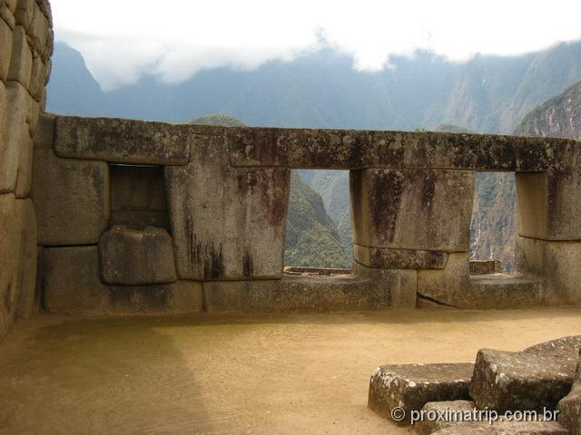 Sítio arqueológico de Machu Picchu - detalhes das janelas anti terremoto