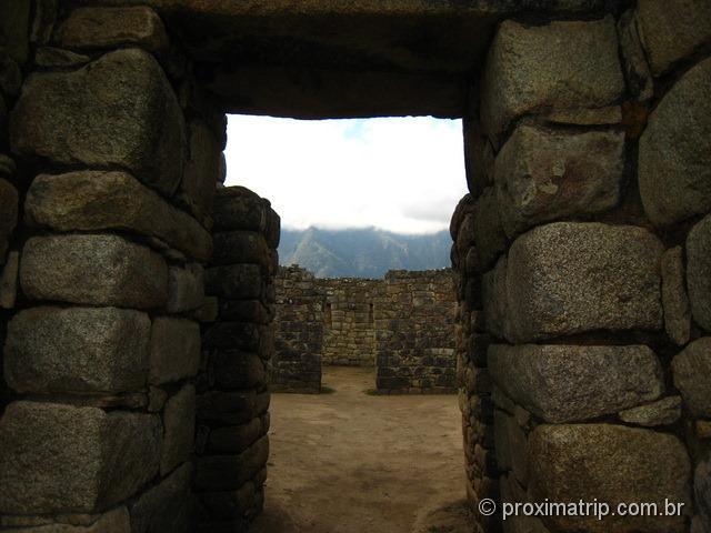 Machu Picchu - detalhe de colocação das pedras - forma de trapézio anti terremoto