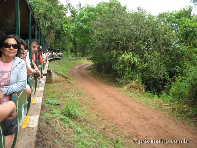 trem que leva a estação garganta do diabo - cataratas do Iguaçu