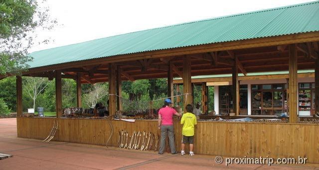 artesanato indígena nas barraquinas do centro de interpretación - Cataratas do Iguazú - lado Argentino