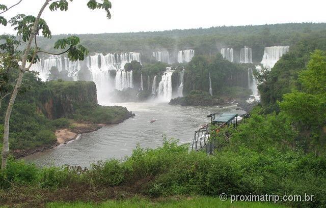 Foz do Iguaçu - cataratas com água em fevereiro