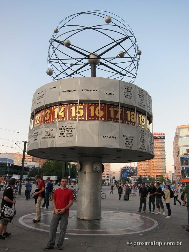 Alexanderplatz: relógio mundial de Berlim