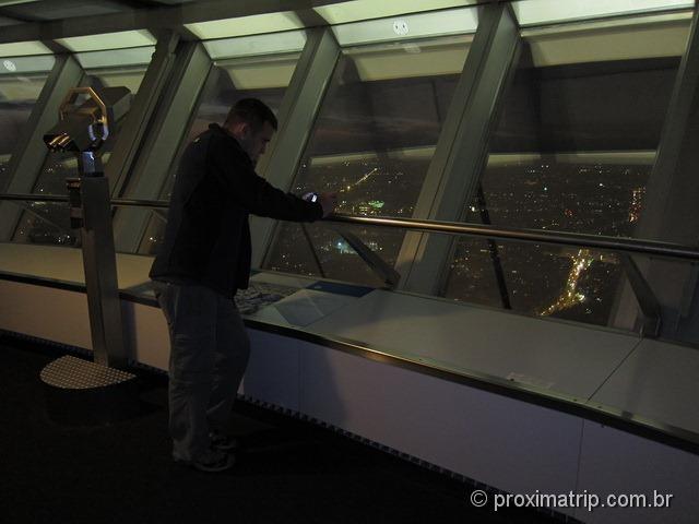 visita noturna à Torre de Tv Fernsehturm, na Alexanderplatz - Berlim