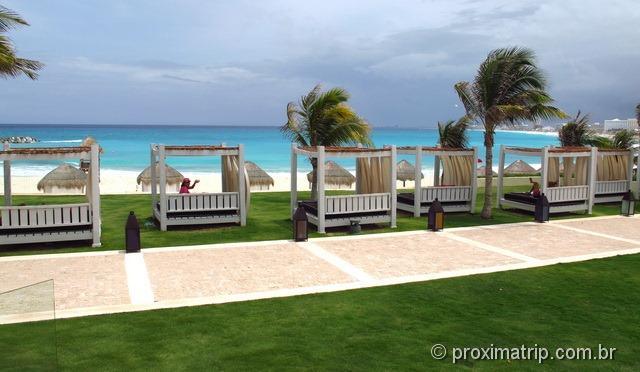 camas de praia do hotel Hyatt Regency Cancun - tranquilo, relaxante... e que vista!