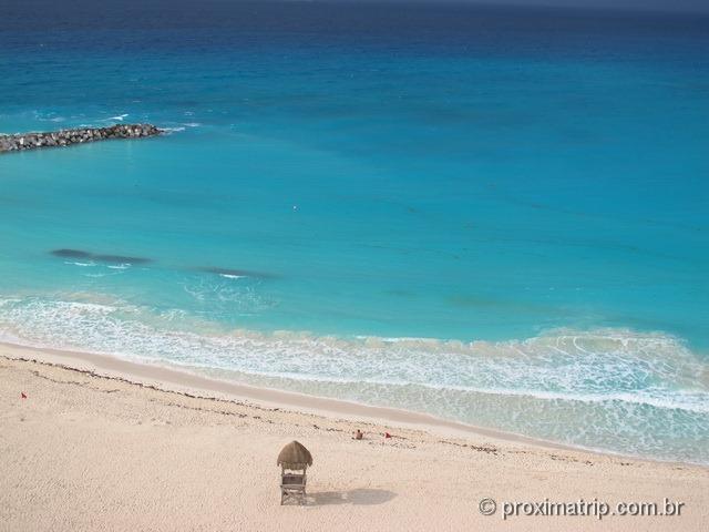 Praia do hotel pé na areia Hyatt Regency Cancun - tranquila, sem ondas, mar azul bebê!
