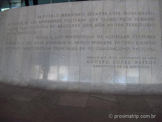 Homenagem às culturas indígenas no Museu Nacional de Antropologia da Cidade do México