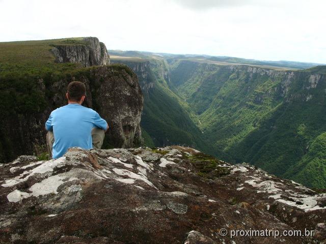 contemplando a vista espetacular do Canion Fortaleza - Parque Nacional da Serra Geral - RS