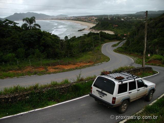 Praia de Quatro Ilhas em Bombinhas – vista de mirador na estrada