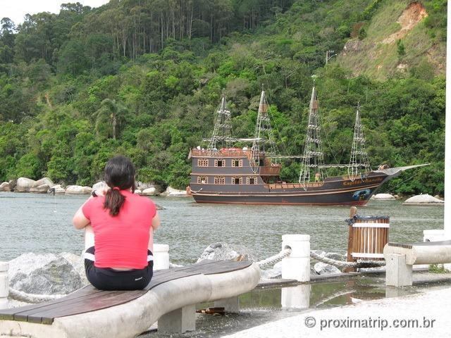 Barco do capitão gancho em Balneário Camboriú - SC
