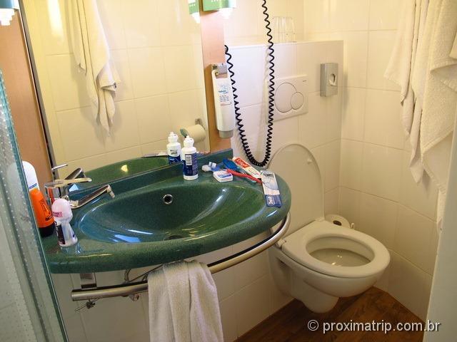 Banheiro do hotel Ibis Frankfurt Centrum