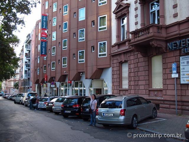 Fachada do hotel Ibis Frankfurt Centrum