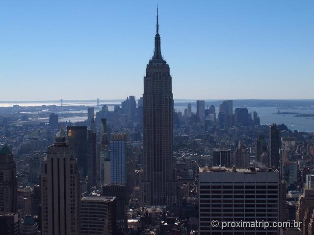 vista clássica do Empire State building, fotografado do Top of The Rock - Nova York